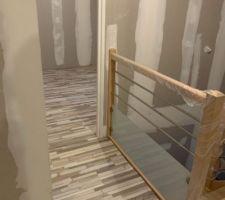 Voici le parquet de l'étage qui sera donc dans les 3 chambres et dans le couloir! Reste les 2 chambres des loulous à faire