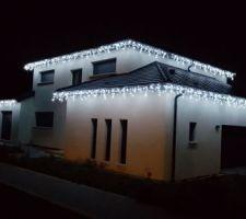 Façade avec éclairage de Noël