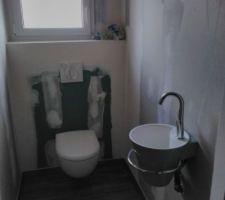 Toilettes et lave-mains (cône Décotec coloris baltique)