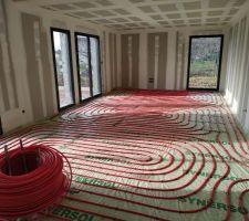 Serpentins de chauffage au sol - pose terminée dans la pièce à vivre