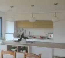 Les luminaires de la cuisine sont installés