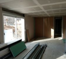Suite pose rails placo et début des cloisons et pose des portes.