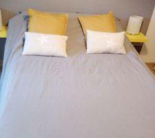 Chambre presque terminée avec la nouvelle literie et la nouvelle déco de lit