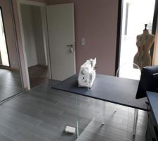 Bureau/atelier (chambre) ; valchromat sur verre
