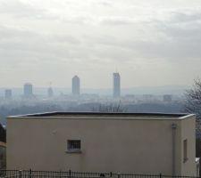 Façade nord, toit végétalisé et vue sur Lyon !