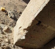 Ciment cassé par le perforateur