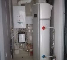 Buanderie, ballon thermodynamique pour l'eau chaude et chaudière gaz pour le chauffage au sol en rdc et radiateurs à l'étage