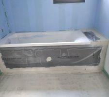 Coffrage baignoire et préparation murs avant pose faïence