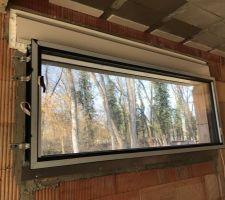 Grande fenêtre bandeau pour la cuisine