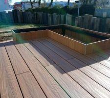 Terrasse - réalisation du bac à fleurs et arbustes en composite Neowood