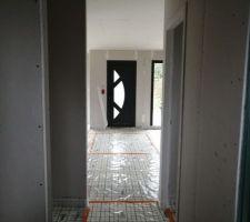Isolant sol vu du fond du couloir