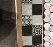 La mosaïque imitation carreau de ciment pour notre douche