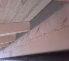 Closoirs en tôle perforée, pour ventilation de l'isolant en bas de pan : fini, et donc toit vraiment fini à 100% !