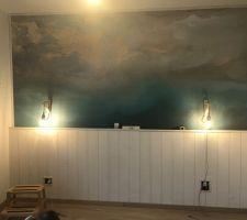 Nouvelle décoration du mur, tête de lit en lambris bois blanc
