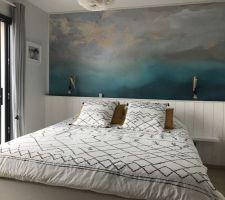 Résultat final Tapisserie  Tête de lit en lambris bois blanc Lit coffre de chez Novoly, en 180x200