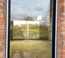 Menuiserie sur l'une des 2 fenêtres sur l'avant de la maison