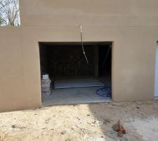 Porte de garage vandalisée