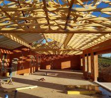 Le labyrinthe de bois vu depuis la cuisine (cuisine = fermettes, séjour = tradi, coin nuit = fermettes)