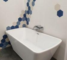 Mise en place de la grande baignoire dans notre sdb