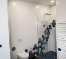 Salle de bains parentale, douche italienne et wc