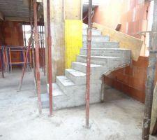 18/02/2020 décoffrage de l'escalier