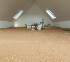 Préparation du parquet : liège dans la mezzanine