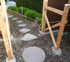 Porte japonaise avec palissade en osier
