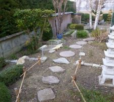 Fondations avec les tiges filetées pour accueillir la structure de la porte japonaise