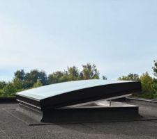 Fenêtre toit plat VELUX courbé électrique pour buanderie