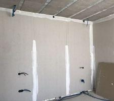 Installation des gaines électriques de la chambre parentale