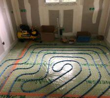 Serpentin chauffage au sol de la cuisine.