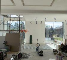 Pièce de vie / carreaux de ciment de l îlot / plafonds lumineux