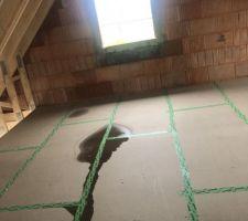 Flaque d'eau sur plancher bois de l'étage...
