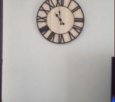 Pendant le confinement, on s'occupe comme on peut, alors on fait ce qu'on n'a pas eu le temps de faire, aujourd'hui pose d'une horloge et cadre lion !