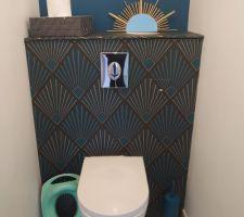 Miroir DIY dans les WC du bas