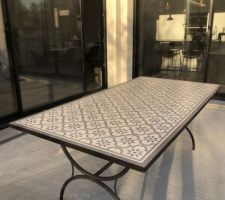 Table de jardin en carreaux de ciment