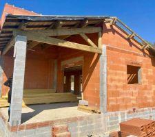 Couverture de la terrasse faite avant l'arrêt du chantier.