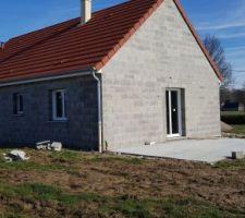 Installation de la charpente et de la toiture (en moins de 2 jours la maison était hors d'eau)