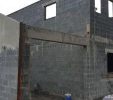 Début de l'enduit mur garage