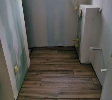 Salle de bains des enfants (baignoire et douche italienne)