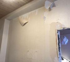 Photo de la poutre au dessus du mur + gros volume vertical a gauche