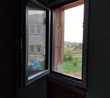 Mauvaise fenêtre posée. Nous avons demandées des Oscilo battantes...