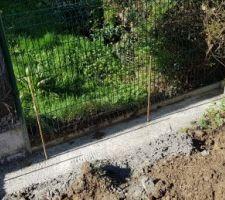 On fini le mur de soutènement proprement pour accueillir le futur abri de jardin