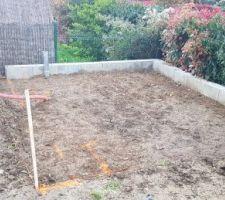 Prêt pour recevoir la dalle pour l'abri de jardin