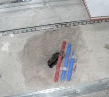 J 288 Lors du perçage de l'arrivée d'air de la cheminée ... perçage de 2 tuyaux de chauffage