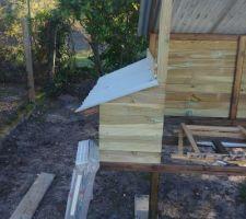 Poulailler: les murs et le toit