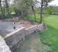 Montage mur en pierre coté grange