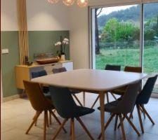 Salle a manger terminée ... Style scandinave mais les objets déco sont a changer pour les coordonner au style ...