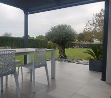 Installation terminée,  avec la nou elle table extérieure