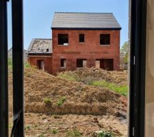 Finissions de la charpente et toiture (vue du voisin)